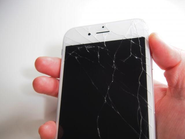 iPhoneのバッテリー交換を行って充電のストレスをフリーに!